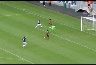 Esporte: Cruzeiro com o Shakhtar Donetsk em amistoso realizado em Brasília - O ex-jogador do Cruzeiro Éverton Ribeiro que está de partida para os Emirados Árabes acompanhou o jogo na arquibancada.