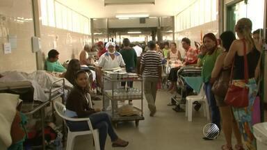 Hospital Geral de Vitória da Conquista recebe visita e é encontrado em situação crítica - Havia mais de cem pacientes no corredor, sendo atendidos por apenas cinco funcionários.
