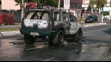 JPB2JP: Carro pega fogo numa das avenidas mais movimentadas da Capital - Pane elétrica pode ter provocado as chamas.
