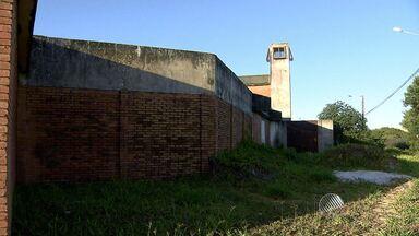 Jovens fogem pelo telhado da Fundação da Criança e do Adolescente - Cinco jovens fugiram. Instituição fica no bairro de Tancredo Neves.