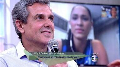 Jaque Carvalho, jogadora da seleção brasileira de vôlei, surpreende técnico - Zé Roberto Guimarães escuta depoimento de atleta via internet sobre a TPM