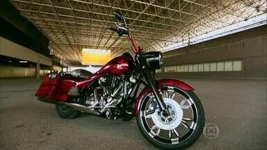 Harley dos anos 60 e de 2013 customizadas são destaques no Bike Show - Leandro Mello leva para as ruas do Rio de Janeiro um modelo da geração de motores Panhead de mil e duzentas cilindradas e uma Road King 2013.