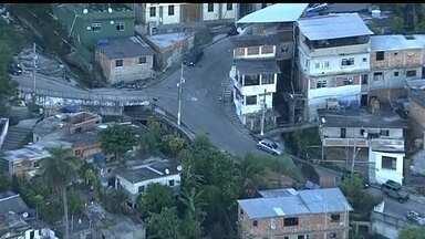 Três favelas com UPP têm noite de tiroteio no Rio de Janeiro - O caso mais grave foi no Morro do Salgueiro. Durante troca de tiros com bandidos, dois PMs ficaram feridos e um suspeito morreu. A noite também foi de violência nos Morros do Turano e da Providência.
