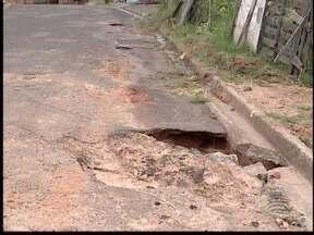 Área de lazer é motivo de reclamação dos moradores do Jardim Planalto - No bairro há ainda buracos que deixam a vizinhança 'insatisfeita'.