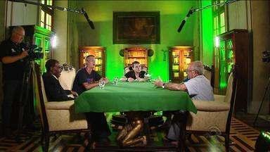 Os Trovadores falam sobre o dinheiro no futebol - Assista ao vídeo.