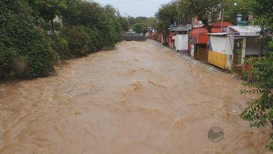 Chuva forte causa estragos em Poços de Caldas (MG) - Chuva forte causa estragos em Poços de Caldas (MG)