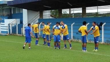 Romerito e Nonato participam de treino físico - Veteranos do Goianésia fazem as mesmas atividades do restante do elenco.