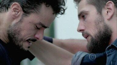 Enrico foge do hospital - Vicente tenta falar com ele
