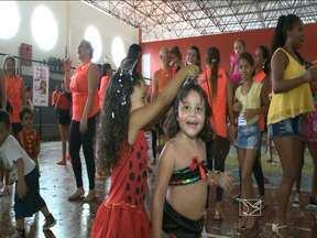 Crianças se divertem no carnaval promovido pelo Sesc - Criançada caiu na folia.