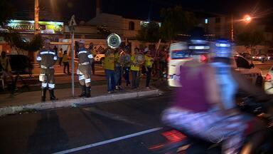 Bloco da SMTT vai às ruas para alertar os riscos de direção e álcool no carnaval - Bloco da SMTT vai às ruas para alertar os riscos de direção e álcool no carnaval.