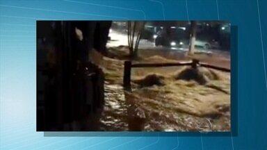 Veja os estragos causados pela chuva desta quarta-feira (11) na capital - Telespectadores mandaram pelo aplicativo Bem na Hora imagens de ruas de Campo Grande alagadas
