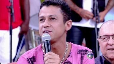 'Aprontei muito na adolescência para ir à baile funk', revela MC Leozinho - Cantor conta que já ficou sumido dois dias para desespero da família