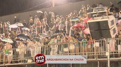 Enquete EMME: Chuva e animação! - Mesmo com a chuva, o público não desanimou na arquibancada!