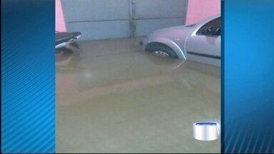 Chuva forte provoca estragos em cidades do Vale Histórico - Em Cruzeiro, o telhado de uma casa na Várzea Alegre caiu e duas pessoas se machucaram.