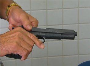 Policial militar reage a assalto e mata suspeito com três tiros no Recife - O policial reagiu, mas depois notou que a arma da vítima era de brinquedo.