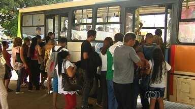 Usuários reclamam de passagem de ônibus a R$ 3,30 na Grande Goiânia - Reajuste de R$ 0,50 foi anunciado na véspera do feriado de carnaval. Nova tarifa já entrará em vigor às 5h da próxima segunda-feira (16).