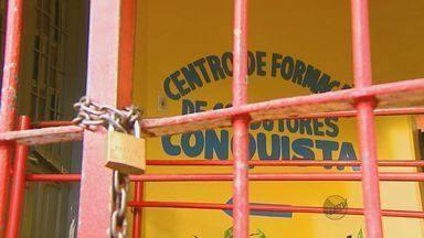 Alunos somam prejuízos após auto escola de São Carlos fechar as portas sem avisar - Alunos somam prejuízos após auto escola de São Carlos fechar as portas sem avisar
