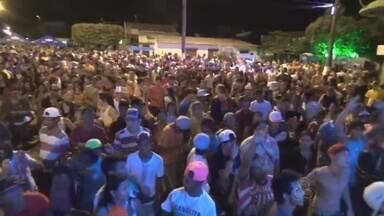Em Itacoatiara, no AM, bandas animam festa de carnaval - Festa aconteceu na noite de sexta (13).