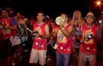 Bloco das Piranhas reúne cerca de dois mil foliões em Itumbiara - O tradicional Bloco das Piranhas reúne foliões há quase 40 anos , em Itumbiara, no sul de Goiás.