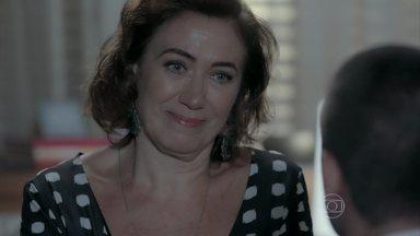 Maria Marta tenta se explicar para João Lucas - Sozinho, Silviano fica pensativo. Lucas se preocupa com o futuro da família
