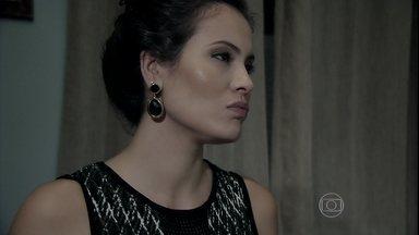Carmen implica com Orville - Salvador fica irritado com a advogada