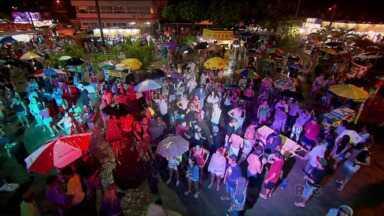 No litoral paranaense, foliões aproveitam último de carnaval - Mesmo debaixo de chuva, os foliões aproveitaram o último dia de carnaval em Ipanema e Antonina.