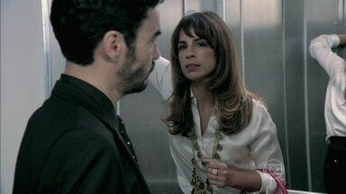 Danielle prende José Pedro em elevador - Ela garante que tem vontade de falar para todo mundo sobre o acidente de Xerém que o ex provocou