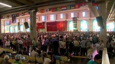 Corpo do fundador da igreja Deus é Amor é velado em São Paulo - Missionário Davi Miranda morreu no fim de semana e o velório acontece até esta terça-feira (24) para dar tempo dos fiéis se despedirem.