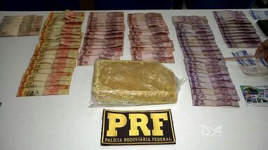 PRF prendeu em Caxias um casal suspeito de tráfico de drogas - A PRF prendeu em Caxias um casal suspeito de tráfico de drogas. Além dessa ocorrência, a Polícia Militar também autuou no combate ao tráfico de drogas em Caxias.