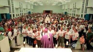 Fiéis participam da missa do primeiro domingo da Quaresma - Fiéis participam da missa do primeiro domingo da Quaresma