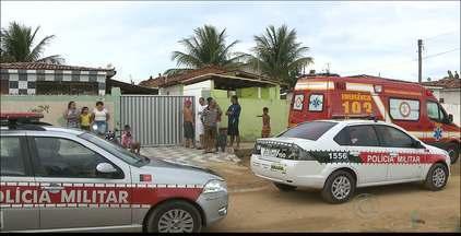 Operário morre ao cair de telhado em uma casa de Mangabeira, em João Pessoa - Segundo testemunhas, a vítima fazia um reparo no telhado quando caiu de uma altura de 3m.