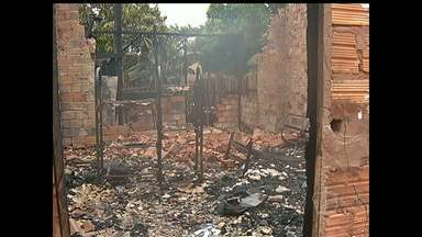 Incêndio em casa deixa cinco feridos no Pará: 'arrastei um a um', diz vizinho - Vítimas estão na UTI em estado grave, diz a família. Incidente ocorreu na madrugada deste domingo (22), em Santarém.