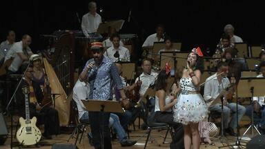 """Orquestra Sinfônica e Bailinho de Quinta levam o carnaval para o Teatro Castro Alves - """"Baileconcerto"""" teve ingressos a R$ 1,00 e R$ 0,50."""