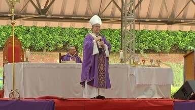 Missa reúne fiéis para abertura oficial da Campanha da Fraternidade - Ação mobiliza milhares de católicos por todo país. Em 2015 o tema da campanha é a solidariedade