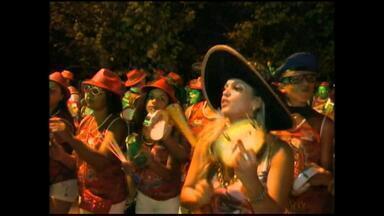 Carnaval fora de época começa ser montado em Rio Grande, RS - Carnaval vai ocorrer em abril por conta de atrasos.