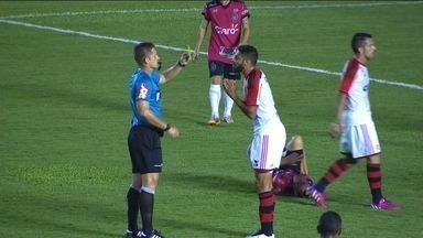 Wallace e Cáceres chegam duro na marcação contra o Brasil de Pelotas - Wallace e Cáceres chegam duro na marcação contra o Brasil de Pelotas