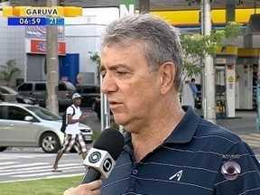 Possibilidade de falta de combustível preocupa moradores da Grande Florianópolis - Possibilidade de falta de combustível preocupa moradores da Grande Florianópolis; Diretor do Sindópolis diz que risco na região é pequeno.