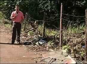 Pedestres e ciclistas têm dificuldades para se movimentar por causa do lixo em Gurupi - Pedestres e ciclistas têm dificuldades para se movimentar por causa do lixo em Gurupi