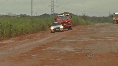 Motoristas enfrentam dificultades para trafegar na MT-130 - Motoristas enfrentam precariedade na MT-130.