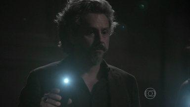 Império - Capítulo de quinta-feira, dia 26/02/2015, na íntegra - José Alfredo encontra câmera instalada em sua sala
