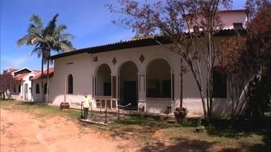Conheça casa do século XVIII que ajuda a contar a história de SP - A casa bandeirista é de 1720 e hospedava aventureiros que partiam para descobrir o interior do Brasil. No bairro do Tatuapé. uma outra casa que foi transformada em espaço para exposição de arte.