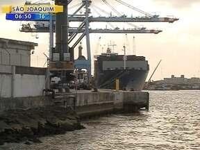 Entrada e saída de containers é bloqueada nos portos de Itajaí e Navegantes - Entrada e saída de containers é bloqueada por manifestantes nos portos de Itajaí e Navegantes