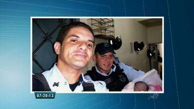 Policiais do Ronda do Quarteirão ajudam em um parto em Fortaleza - A jovem de 16 anos estava sentindo fortes dores e não teve tempo de ir ao hospital. Ela e o bebê passam bem.