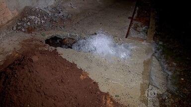 Vazamento de água é registrado no bairro São João Batista, em BH - Copasa informou que vai enviar técnicos para reparo.