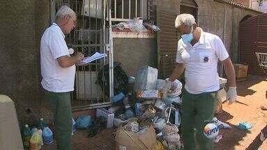 Lixo tirado de casa de idosas lotou 35 caminhões - Acumuladoras foram levadas para hospital psiquiátrico.
