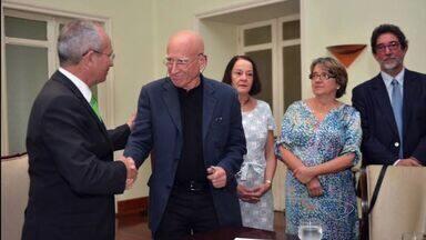 Projeto visa recuperar mil nascentes do Rio Doce no ES - Termo de Cooperação foi assinado nesta segunda-feira (2).Paulo Hartung e Sebastião Salgado participaram do encontro.