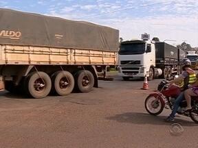 Caminhoneiros liberam rodovias de SC após duas semanas de protesto - Caminhoneiros liberam rodovias de SC após duas semanas de protesto