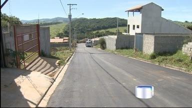 Moradores conseguem melhorias no bairro Barreiro, Taubaté - Faltava asfalto, iluminação e serviços básicos. Parte dos pedidos foi atendida.