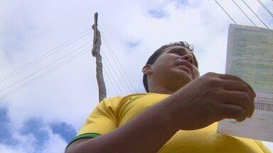 Moradores da Zona Leste de Manaus pedem fim de ligações clandestinas - Moradores do bairro Nova Vitória pedem que sejam instalados postes para uso legal da energia.