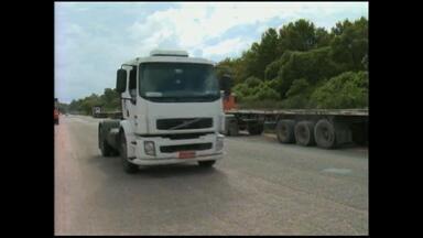 Caminhoneiros seguem mobilizados na BR-392 - Assista ao vídeo.